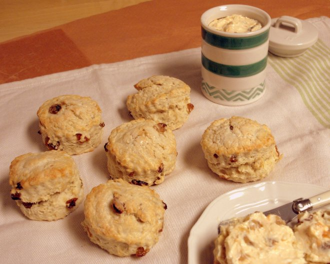 lemon & sultana scones