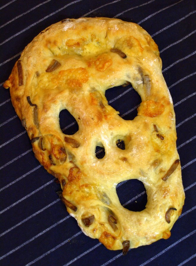 Red onion & Gruyère fougasse