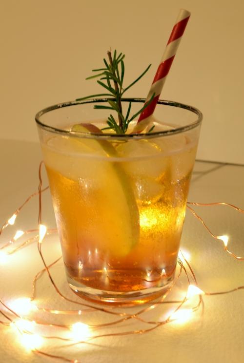 Spiced rum & cider cocktail
